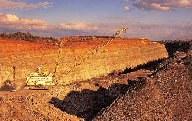 Newlands Coal Mine and dragline in morning lightSource: Leighton Holdings